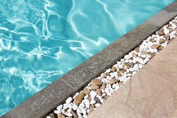 Les Allées Mavro : création de bordures de piscine à Eysines